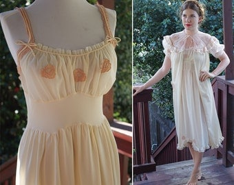In The BUFF 1940's 50's Vintage Champagne Peignoir Robe and Slip Set with Lace Appliques // by MOJUD // size Small