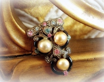 exceptionally sWeet vintage dress clip . older vintage . rhinestones enamel and faux pearl