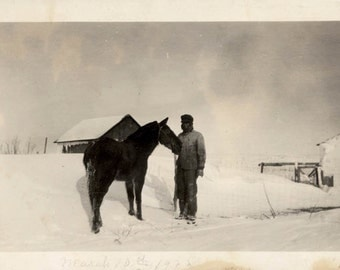vintage photo 1922 Americana Farm Family Plains Rural Winter Man Horse Snow Vintage SNapshot