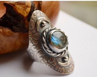 ON SALE Labradorite Saddle Ring Handmade in Sterling Silver, Boho Style Metalwork Ring, Modern Rustic Silver Ring