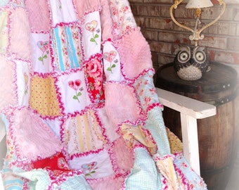 "Handmade Rag Quilt ""Cottage Rose"""