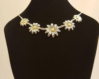 Daisy - silver filigree necklace