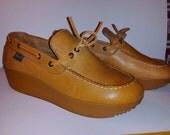 vintage 1970s Bass caramel leather platform moccasin shoes Ladies size 8.5 M