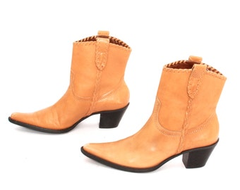 size 7.5 CHELSEA tan leather 80s 90s WESTERN slip on high heel ankle boots