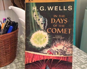 Vintage Science Fiction paperback book 1966  H.G Wells In the Days of the Comet