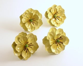 Vintage Tole Metal Flower Napkin Rings Set