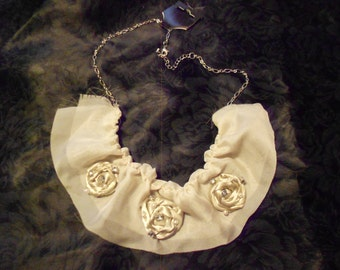 Romantic Roses Necklace