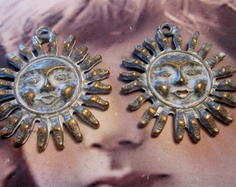 Frosted White Patina Bronze ox plated Sun Face Pendant Charms 2048WHT x2