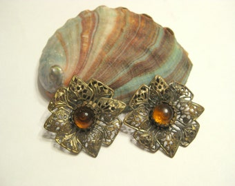 Free Shipping Vintage Brass Filigree Shoe Clips with Amber Cabachons Vintage Jewelry