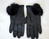 Vintage 60s Black Leather Driving Gloves with Fur Poof sz 7 1/2