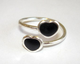tiny vintage black hearts silver bypass ring size 3