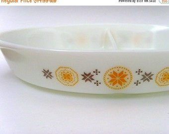 Vintage 1960s Pyrex Casserole Dish / 1.5 Quart / Town and Country Pattern / White - Orange - Brown / Divided Dish / CLEARANCE