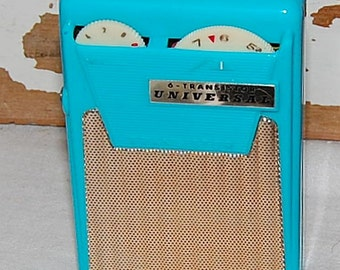Vintage Universal AM Transistor Radio Aqua Blue 9V w/box earbud and Case Japan