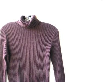 Luxurious vintage 80s dark chocolate brown cashmere turtle neck sweater. Made by Neiman Marcus. Size M.