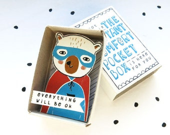 The Instant Comfort Pocket Box - Super Bear - Everything will be ok
