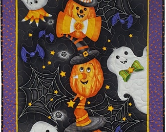 Halloween Wall Quilt with Ghosts and Pumpkins