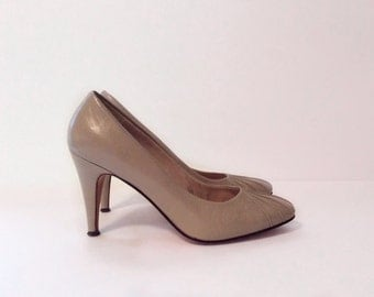 vintage 1970's shoes //  taupe leather heels by Garolini // made in Italy size 7.5