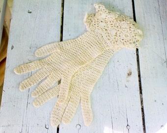 Antique Gloves White Crochet
