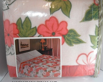 Vintage Penneys Blanket Fashion Manor Caroline Printed Blanket NOS Unused Pink Flowers Mod 1960s Bedroom Polyester Rayon 72 x 90 Twin Full