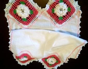 Vintage Dresser Scarf Runner Hand Crocheted Floral Vintage Linens Exquisite