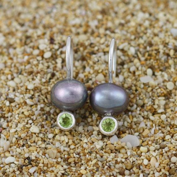 Peacock Pearl Drop Ear w-Stone (Peridot)