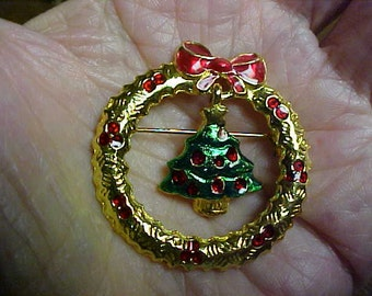 "Christmas Wreath Brooch/pin signed ""Art"""