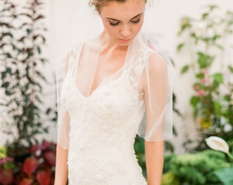 "Elbow length veil with scattered crystals ""Wendy"""