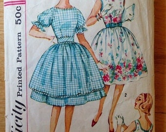 Vintage 1960s Simplicity 3892 Teen one-piece dress and tunic dress - size 12