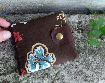 Brown fabric wallet for women with flowers and salmon details. Floral wallet with upcycled leather flap. Billfold