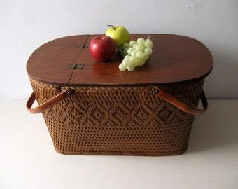 Vintage picnic basket Redmon woven picnic basket