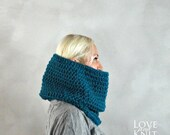 ON SALE Womens Cowl- Unisex Cowl- Mens Cowl Scarf- Chunky Knit Cowl- Oversized Cowl- Womens Snood- Mens Snood- Chunky Cowl- Blue Knit Cowl-
