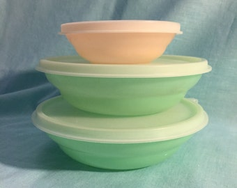 Vintage Set of 3 Pastel Salad/Cereal Bowls with Lids – 2 Green & 1 Small Pink Peach