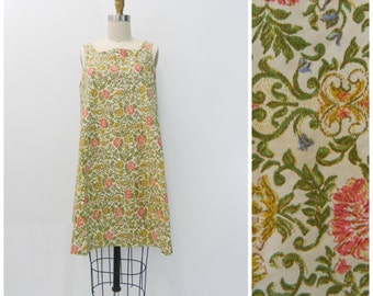 Vintage Shift Dress ... 1960s Floral Shift Dress...Sleeveless Cotton Flower House Dress...pink floral summer dress...Size Medium to Large