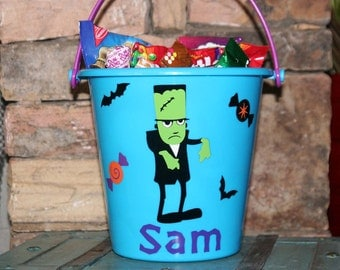 Personalized Halloween plastic bucket for boys - Frankenstein with vinyl candy and bats