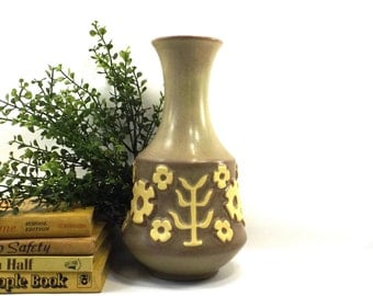 vintage 60s hyalyn pottery vase usa 619 matte stoneware mid century modern mod retro yellow flowers women her girlfriend mom mother sister