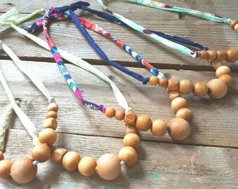 Natural Wood Nursing Necklace// Breastfeeding Necklace// Teething Necklace