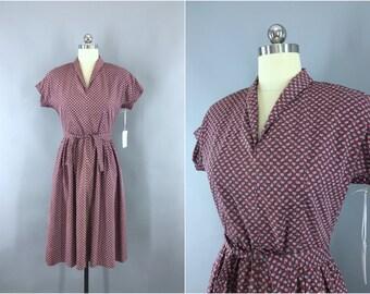 Vintage 1950s Dress / 50s Day Dress / Purple Novelty Print Dress / Cotton Summer Dress / Size Medium M