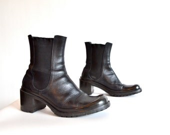 Vintage 1990s CHELSEA ankle boots / 6.5