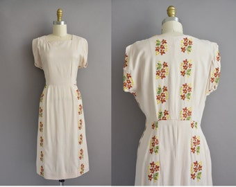 50s floral embroidered vintage cotton wiggle dress / vintage 1950s dress