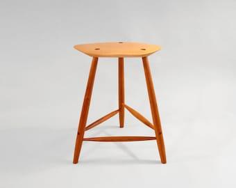 Maple and Cherry 3 legged stool C19008 & Fillingham Art Furniture Design by fillingham on Etsy islam-shia.org