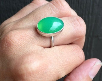 Lovely Elegant Oval Bright Green Chrysoprase Sterling Silver Ring