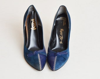 Vintage 60s Blue Suede Leather Bow Pumps / 1960s Navy Blue Pointy Heels 6.5 Narrow
