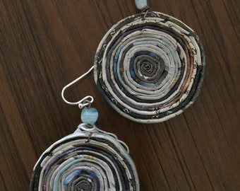 n. 33 EARTH TONE Round Coiled paper recycled magazine EARRINGS with glass beads, measure 1.25