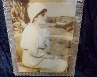 x Great vintage frame and female portrait in acrylic (FF070316-04L)