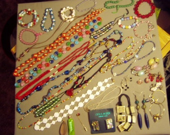 Vintage Lot 1960s to 1980s Glass Bead 11 Necklaces 14 Bracelets 7 Pairs Earrings Pin Pendants 8475