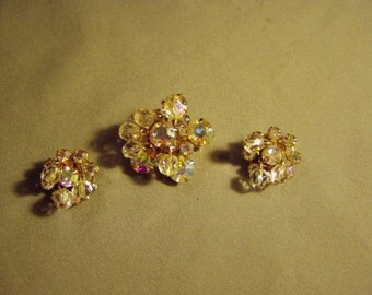 Vintage 1950s Weiss Signed Aurora Borealis Rhinestone Pin Earrings Set With Dangling Glass Beads 8504