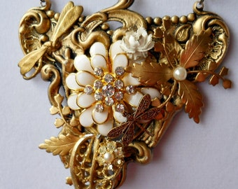 Gold and White Vintage Assemblage Necklace, Vintage Statement Necklace, Vintage Bling Necklace, Assemblage, Gold Floral