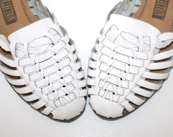 Vintage White Leather HUARACHE Sandals . Woven Leather Collection Boho Hippie Bohemian Huaraches . Made in Brazil . Size 7