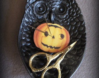 Black Owl Sewing Tray with Needle Minder and Scissors cheswickcompany