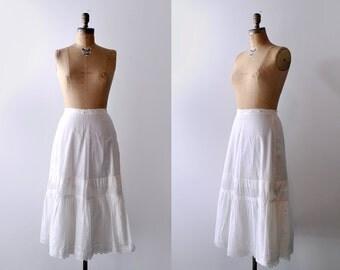 1900's petticoat. white. Antique slip. cotton. Edwardian petticoat. ivory. skirt. small.